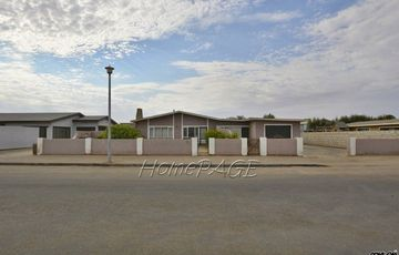 Central, Walvis Bay: Older Home with Flat is for Sale