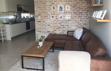 Beautiful modern unit with added extras walking distance to the Grove & Lady Pohamba hospital