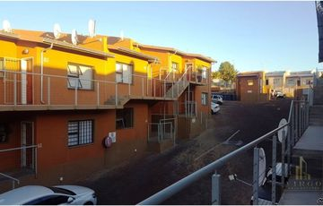 2 bedroom flat for sale in Dorado Park, Ismael Court.