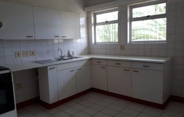 Extra spacious 3 bedroom apartment