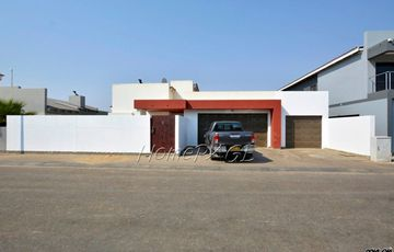 Fairway Estates, Walvis Bay: Home with bachelor flat is for sale