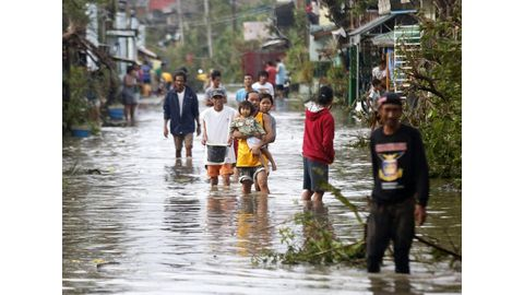 Death toll from Philippine storm, landslides climbs