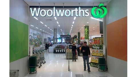 Woolworths expects annual profit to slump