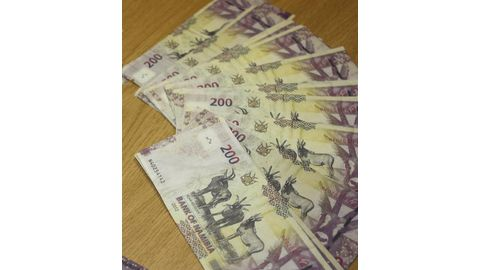 Tips for carrying cash safely