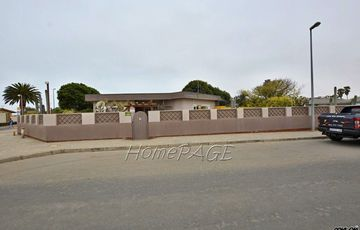 ​Vineta, Swakopmund: Soulful Home with BEAUTIFUL Garden is for Sale