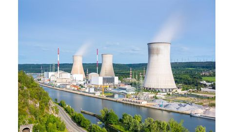 UK pushes ahead with nuclear projects