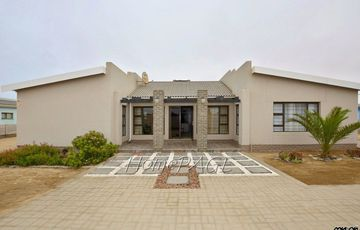 Ext 4 (South Dune), Henties Bay: Home selling FURNISHED