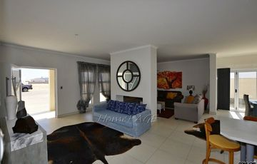 ​Ext 11, Henties Bay: Very neat home IN MINT CONDITION is for Sale
