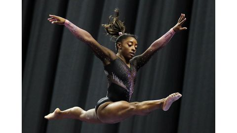 Biles soars to sixth title at national championships