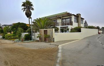 ​Vineta, Swakopmund: Home with LOADS of potential