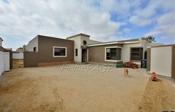 Meersig, Walvis Bay: Home with LOADS of Potential is for Sale