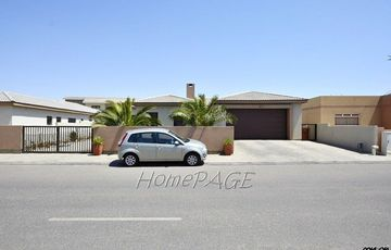 Ext 15, Swakopmund: U-Shaped Home close to Pro Ed School