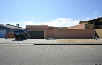 ​Ext 22, Swakopmund: U-Shaped Home with Rooftop Patio is for Sale