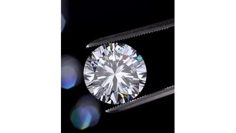 De Beers shakes up the synthetic diamond market