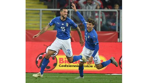 Biraghi saves Italy
