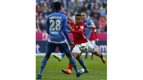 Bayern crush Hamburg
