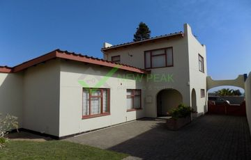 GOLDEN OLDIE WITH LOADS OF POTENTIAL FOR SALE IN VINETA, SWAKOPMUND.