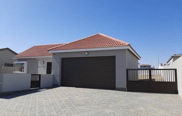 3 Bedroom House For Sale in Mile 4