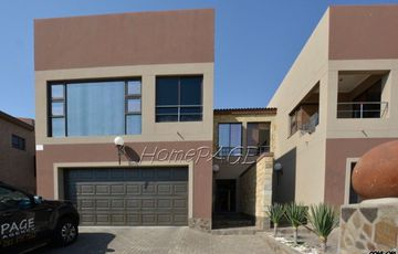 Longbeach Ext 1, Walvis Bay: Spacious Lock-up-and-Go Style Home is for Sale