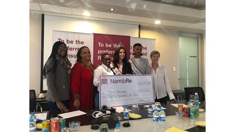 Miss Namibia receives her prize