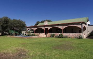 Gorgeous 1 hectare plot 30km South of Windhoek.