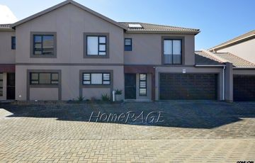 Ext 10, Henties Bay: Unit in Popular Op die Duin is for Sale