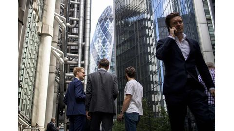 Brexit turmoil drives UK towards recession