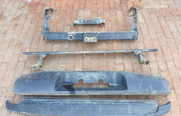 Ford Ranger T6 original parts : leaf springs - rear bumper - brake discs - radio