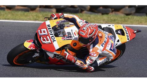 Marquez extends motorcycling lead