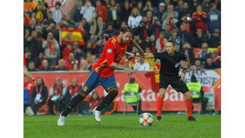 Spain edge Norway