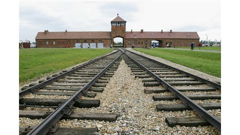 Teen gets a year, suspended, for Auschwitz graffiti