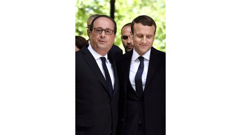 Hollande nears exit as party falls apart