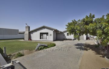 Central, Walvis Bay: VERY NEAT, SPACIOUS Home is for Sale