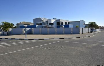 Ext 9, Swakopmund: HUGE Home is for Sale