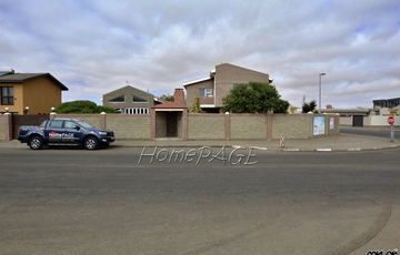 ​Meersig, Walvis Bay: Large Home close to Lagoon is for Sale