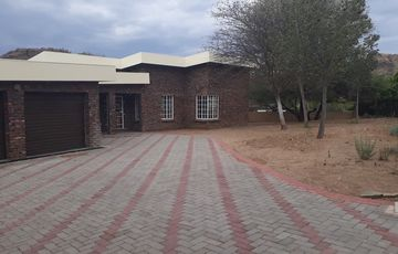 Klein Windhoek property for sale - Excellent location!! Loads to offer - loads of space to expand.