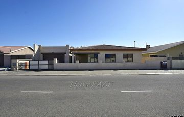 Ext 9, Swakopmund: 3 Bedr Home with Granny Flat is for Sale