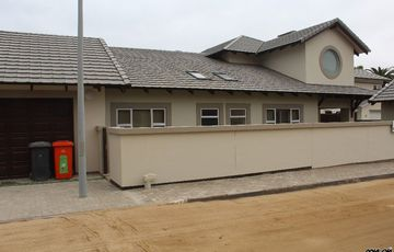 CENTRAL HOME  IN SWAKOPMUND, NAMIBIA WITH MODERN FINISHES!