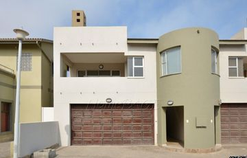 Long Beach Ext 1, Walvis Bay    CC Registered, 3 bedroom home, fully furnished is for sale.