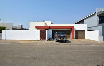 Fairway Estates, Walvis Bay: Neat Home with Bachelor Flat is for Sale