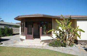 MAKE THIS HOUSE FOR SALE IN SWAKOPMUND, NAMIBIA YOUR HOME!  SPACIOUS YARD PLUS A FLAT!