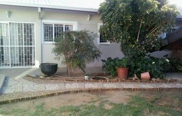 3 BEDROOM, 2 BATHROOM HOME IN PIONIERSPARK EXT 1