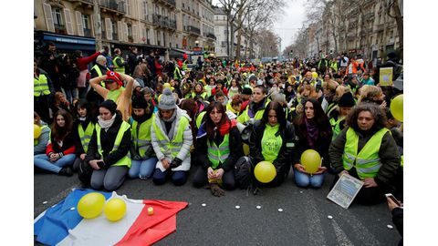 'Yellow vests' cost France dearly