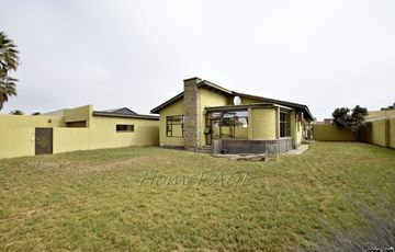 Hermes, Walvis Bay: Spacious Home with Flat is for Sale