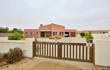 Ext 6 (South Dune), Henties Bay: Attractive 3 Bedr Home is for Sale