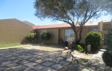 Single level family home in Eros for sale