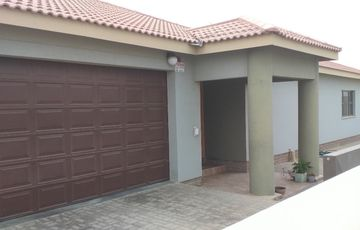 4 Bedroom House For Sale in Ocean View