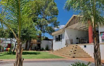 5 Bedroom House For Sale in Academia