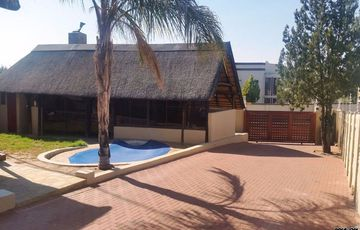Pioniers Park Extension 1 - a rustic neat 4 bedroom thatch roof house