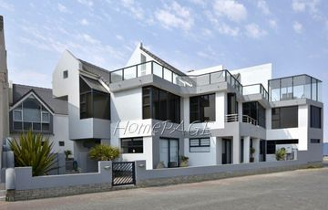 Long Beach, Walvis Bay:  SEA VIEWS FROM ALL ROOMS IN THIS HOME